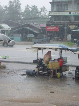 Typical Thai food seller, no oven here - Photo by Saundra Schimmelpfennig